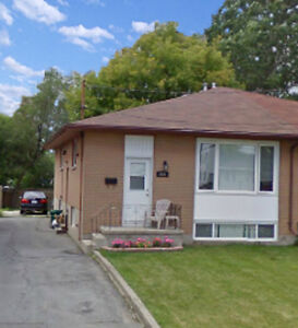 Quiet, All-Inclusive, 3 Bedroom @ MacDonnell & First (April 1st)