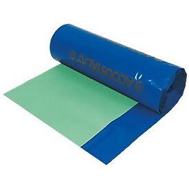 Underlay for laminate includes a damproof memebrane for concrete floors