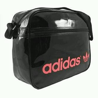 SUCHE Adidas Tasche Lack schwarz rosa pink in Niedersachsen