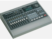 Roland VS-880 Digital Studio Workstation recorder for sale in a brilliant condition