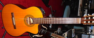 TAKAMINE ELECTRIC CLASSICAL GUITAR West Island Greater Montréal image 4