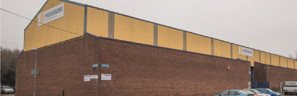30,000 s.q.f.t industrial unit, Gorton, 3 level access loading doors, Circa 8.8 metre eaves.