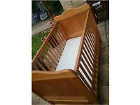Cot bed - Wooden Victoria cot bed