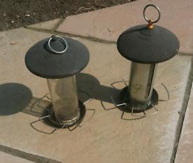2 Bird feeders