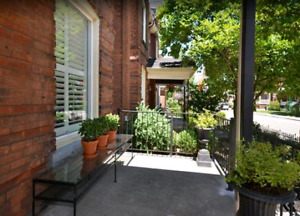 2 bed 2 bath Townhouse on Locke St