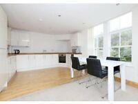 Huge Terrace with this 3 bedroom house. Perfect for Sharers! Available in Feb - don't miss it!