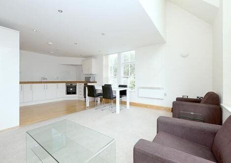 Luxurious three double bedroom house split over four levels with its own private roof terrace