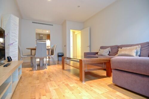 2 bedroom flat in Discovery Dock East, Canary Wharf