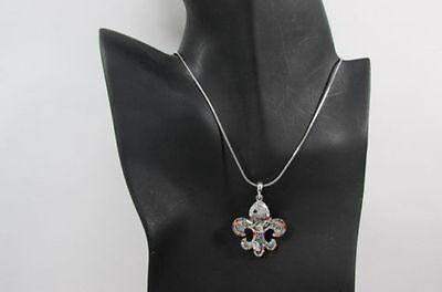 Mujeres Metal Plateado Flor de Lis Charm Collar de Moda Bling Lily...