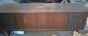 Vintage AM/FM stereo/record player