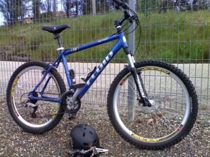 Punts in bike large size Melbourne CBD Melbourne City Preview