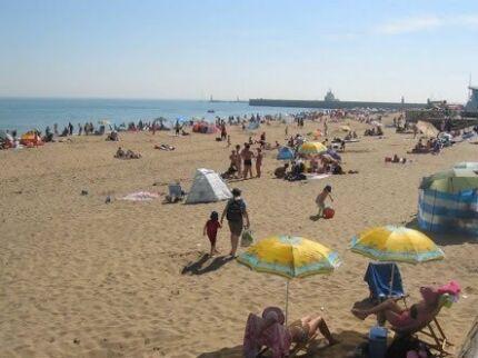 Rent a room near the Beach for Summer