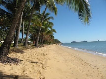 Homestay private beach front  room Trinity Beach Cairns City Preview