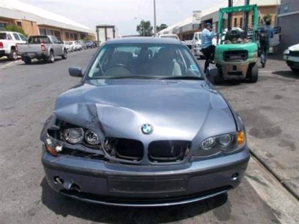 Crashed 2003 bmw 318i still starts