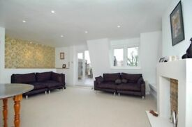 Stylish 2 bedroomed flat with awesome roof terrace in Earl's Court