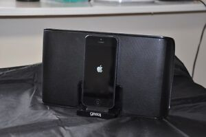 Gear4 Streetparty 5 iphone dock
