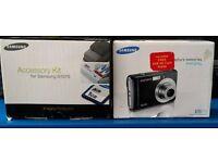Samsung ES15 digital camera with accessory kit