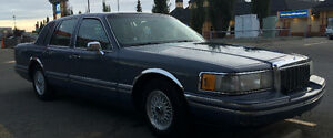 Estate sale 1993 Lincoln Town Car $1,900 Touring Sedan