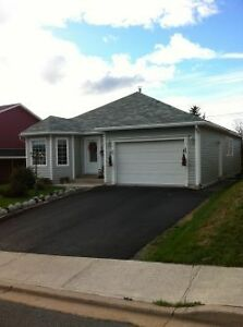 20 Castors Dr. – Fully Furnished with Attached Garage