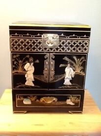 Beautiful Oriental Jewellery Box Gold leafed with Mother of Pearl & Soapstone decoration