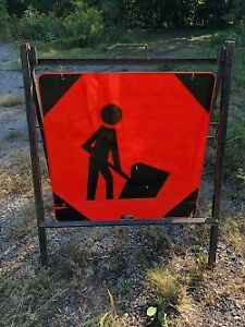 "sign ""Men at work"""