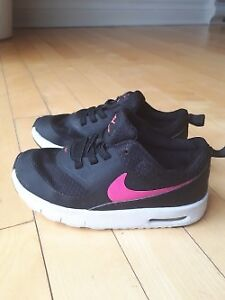 Souliers pour bebe NIKE a vendre/ Baby shoes Nike size 9