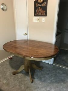 TABLE  EN PIN TEINT REFAIT A NEUF
