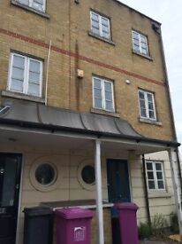 Lovely 3/4 Bedroom House with garden and parking Bow/Mile End
