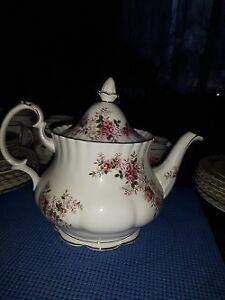 Royal Albert Lavender Rose Teapot