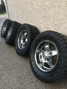 37x13.50R20LT Rims and Tires