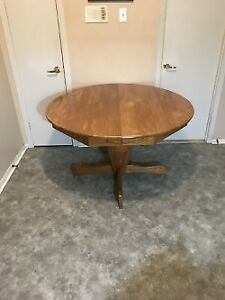 GRANDE TABLE RONDE EN CHENE REFAIT A NEUF