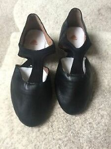 New black jazz shoe