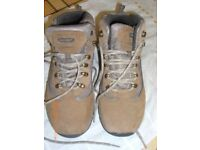 WALKING BOOTS SIZE SEVEN ONLY WORN ONCE