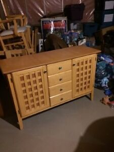Oak hutch/table and 6 chairs