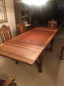 Dining Room table with Expansion and 4 chairs