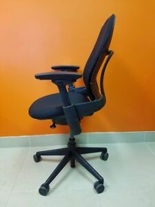 Pre-owned Steelcase Ergonomic Office Chair –Leap V2