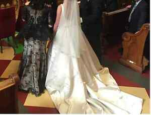 Wedding dress & long veil / robe de mariage avec un long voile
