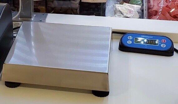 Brecknell/Avery Berkel Electronic POS Scale Model 6710U 30lb / 15kg Capacity