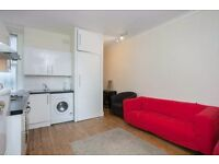 Bright three double bedroom flat conveniently located on Fulham High St close to Putney Bridge tube