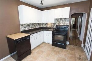 2 Bed 1 Bath For Rent On Lincoln $1250 + Utilities