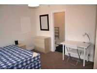 Lovely double bedroom with private toilet in Hackney! Call now to book a viewing!