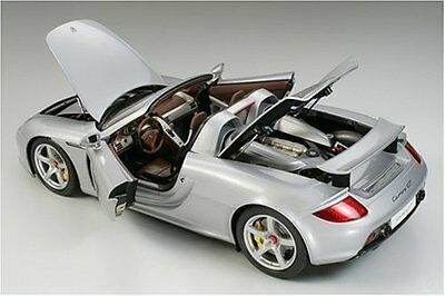 Tamiya 1/12 Collector''s Club Special Porsche Carrera GT model 23206