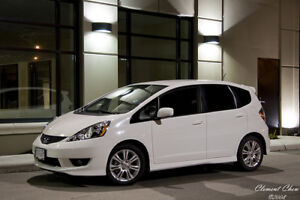 Looking to buy 2009-11 White Honda Fit Hatchback