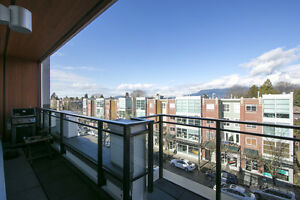 Penthouse in Kitsilano with city & mountain views! Excellent loc