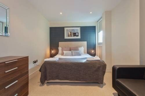 * 2 Bedroom flat in Dockland, E14 * Tower Hamlets * Part DSS welcome
