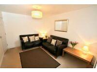 **Lovely double room, modern house in Reading ref JM169BR-3**