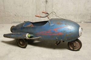 Je cherche vieux jouets à pedal