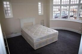 A Grand double room to let in Kingsbury with all bills included.