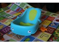 FISHER PRICE BABY BATH WITH SUPPORT BLUE AND YELLOW.