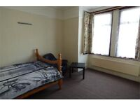 Spacious double room in East Ham, good price and will go fast, bills included and prime location